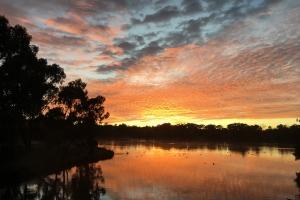 Margaret Heyward, Sunset at Yerrabi Pond, Amaroo